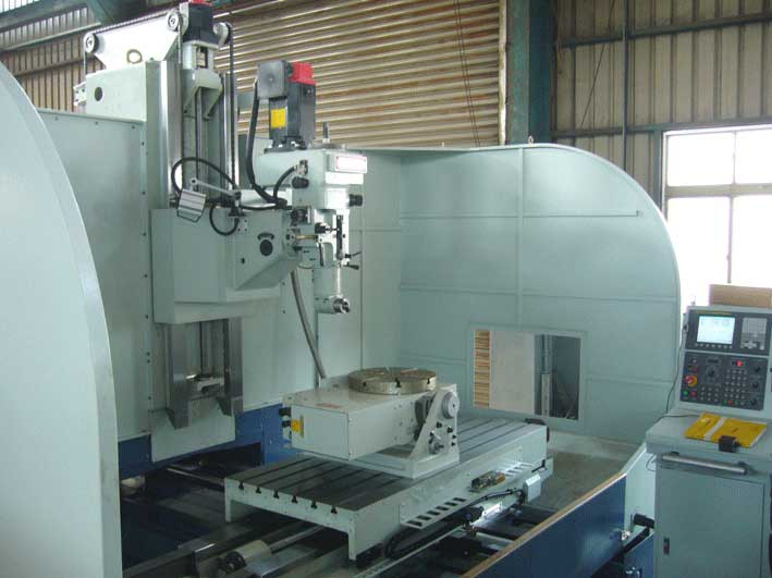 The Topwell TW4080Q CNC bed mill with tilting rotary table.